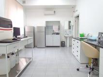 centrum medyczny biochemicznych dosers laboranccy ciecze target2359_1_ ustalonego poparcie wyposażenie zdjęcie royalty free