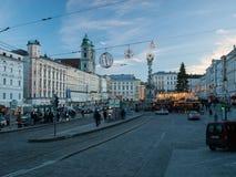 Centrum miasta Linz z sklepami podczas bożych narodzeń wprowadzać na rynek fotografia stock