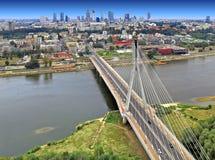 Centrum miasta panoramiczny widok Warszawa, Polska z Swietokrzyski mostem nad Vistula rzeką Obraz Royalty Free