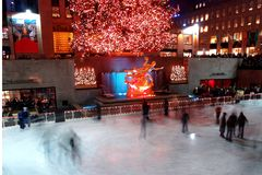 centrum obchodów Święta zapal Rockefeller drzewa zdjęcia stock