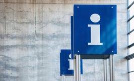 Centrum pomocy humanitarnej, informacja znak przy lotniskiem dla turysty Zdjęcia Royalty Free