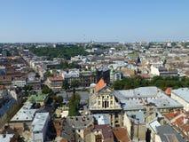 Centrum van Lviv, gangen op de daken stock afbeeldingen