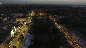 Centrum van Odessa op Deribasovskaya-straat bij nacht Lucht Mening stock videobeelden