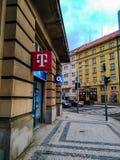 Centrum voor de verkoop en de voorziening van telecommunicatiediensten in Praag stock foto