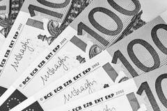 Cents euro billets de banque encaissez l'euro corde de note d'argent de l'orientation cent des euro cinq euro fond d'argent liqui photographie stock libre de droits