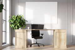 CEO办公室内部,海报,书橱接近  库存图片