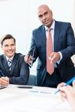 CEO che spiega la sua visione nella riunione d'affari Fotografia Stock Libera da Diritti