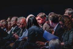 CEO del centro di Oracle Larry Ellison con la gestione superiore della società Immagine Stock
