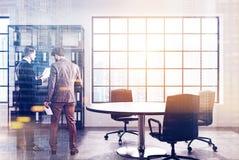 CEO moderno interno dell'ufficio, scaffale, uomini Fotografia Stock Libera da Diritti