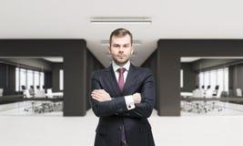 CEO no escritório com duas salas de conferências Imagem de Stock