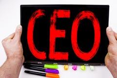 CEO-Text geschrieben auf Tablette, Computer im Büro mit Markierung, Stift, Briefpapier Geschäftskonzept für funktionierenden Führ Lizenzfreies Stockbild