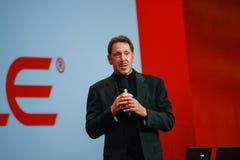 CEO von Oracle Larry Ellison macht seine Rede Stockfotografie