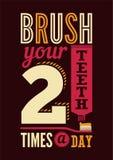 Cepille sus dientes dos veces al día Cartel dental retro tipográfico Ilustración del vector Imágenes de archivo libres de regalías