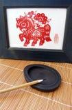 Cepillo chino de la pluma en piedra de la tinta Imagen de archivo libre de regalías