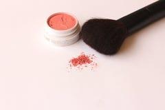 Cepillo compacto del polvo y del maquillaje Foto de archivo libre de regalías