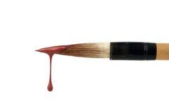 Cepillo con gota roja de la pintura Fotografía de archivo