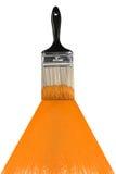 Cepillo con la pintura anaranjada