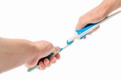 Cepillo de dientes con crema dental en la mano Imagen de archivo libre de regalías