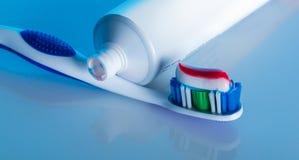 Cepillo de dientes con goma Foto de archivo libre de regalías