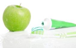 Cepillo de dientes con goma dental. Imágenes de archivo libres de regalías