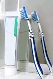 Cepillo de dientes con una crema dental Fotografía de archivo