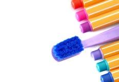 Cepillo de dientes de la suave al tacto en fondo colorido y blanco Fotos de archivo libres de regalías