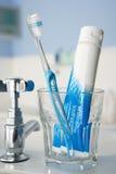 Cepillo de dientes y crema dental Fotografía de archivo libre de regalías
