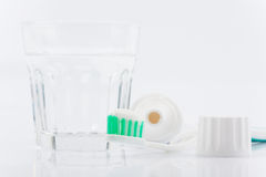 Cepillo de dientes y crema dental fotos de archivo libres de regalías
