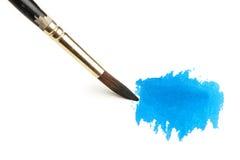 Cepillo de la acuarela y pintura azul Fotos de archivo