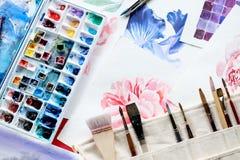 Cepillo de la paleta de la acuarela de la creación del arte de la pintura imagenes de archivo