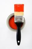 Cepillo de pintura con la pintura roja Imagen de archivo