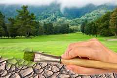 Cepillo de pintura de la mano al campo de golf Fotos de archivo libres de regalías