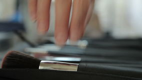 Cepillo del maquillaje de Professionnal que es tomado para el uso metrajes