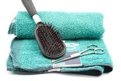 Cepillo para el pelo con las tijeras Imagen de archivo