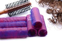 Cepillo para el pelo y bigudí con el pelo Imágenes de archivo libres de regalías