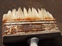 Cepillo para pintar en la hoja del hierro Imagen de archivo libre de regalías