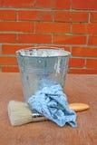 Cepillo y compartimiento de pintura Fotos de archivo