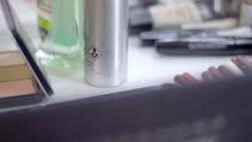 Cepillo y cosméticos del maquillaje almacen de video