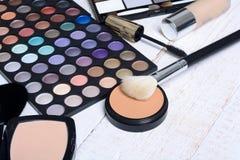 Cepillo y cosméticos del maquillaje Imagen de archivo