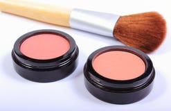 Cepillo y cosméticos para el maquillaje Imágenes de archivo libres de regalías