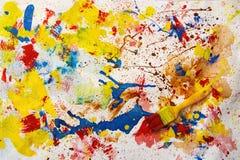 Cepillo y pinturas imagen de archivo
