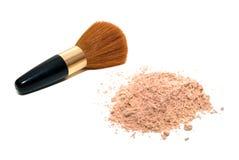 Cepillo y polvo del maquillaje Fotografía de archivo