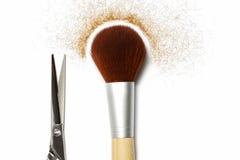 Cepillo y tijeras; accesorios del hairstyling Foto de archivo libre de regalías