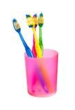 Cepillos de dientes en vidrio Fotos de archivo