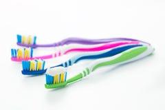 Cepillos de dientes multicolores aislados Fotografía de archivo libre de regalías