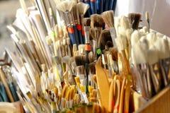 Cepillos de pintura imagenes de archivo