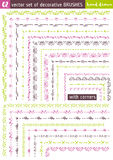 Cepillos decorativos dibujados mano del vector con las esquinas divisores Foto de archivo libre de regalías