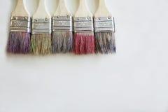 Cepillos del color en el escritorio Imágenes de archivo libres de regalías