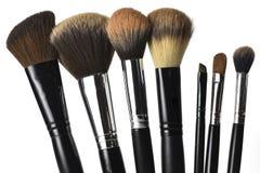 Cepillos del maquillaje aislados en el fondo blanco imágenes de archivo libres de regalías
