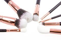 Cepillos del maquillaje en el fondo blanco Fotos de archivo libres de regalías